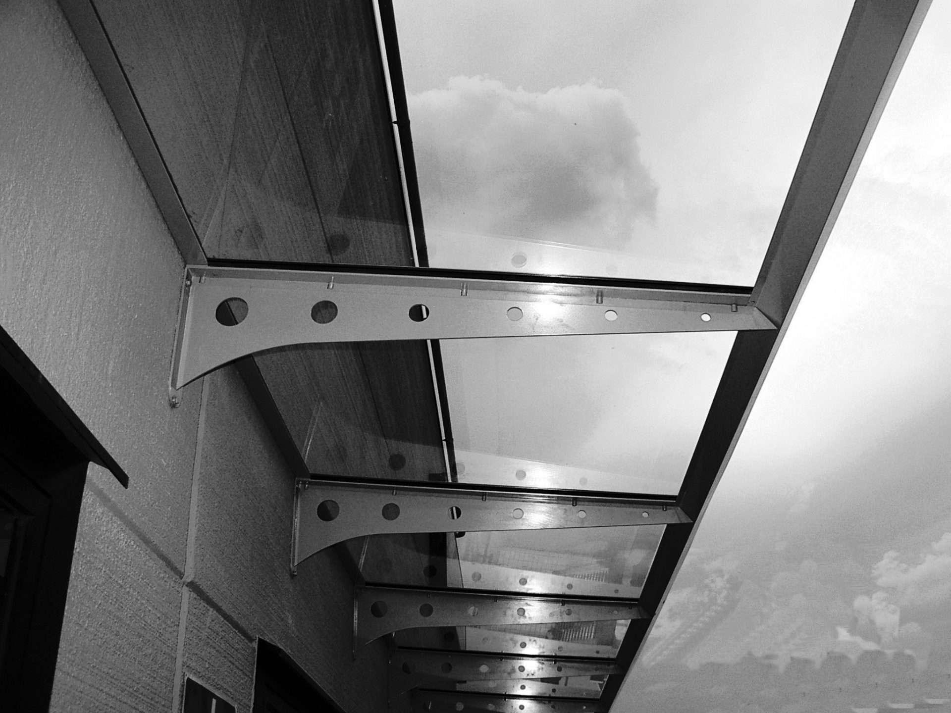Pannelli solari trasparenti al posto delle finestre di casa sfera ingegneria - Finestre con pannelli solari ...