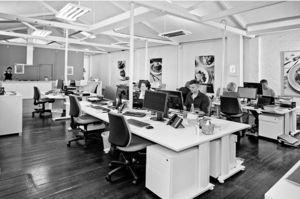 Uffici open space un problema non solo italiano sfera for Uffici condivisi